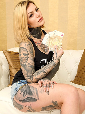 cashmoneygirls-sara-surprisink-01-1
